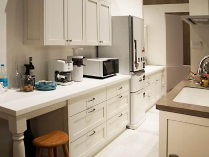 ベランダの物干し場~キッチン~洗面所(ユーティリティ)をストレートな最短距離で結んだ間取り(一級建築士事務所OfficeYuu)