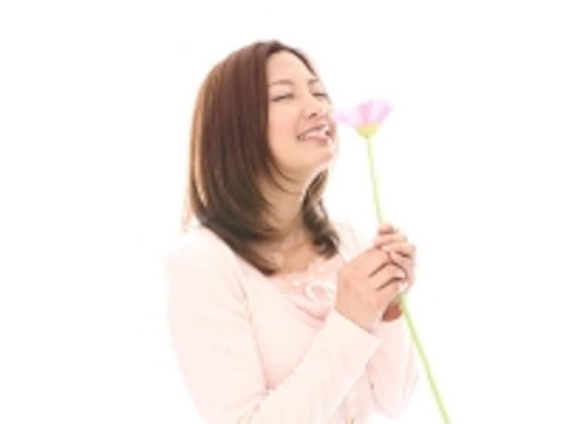 花を持つ女子
