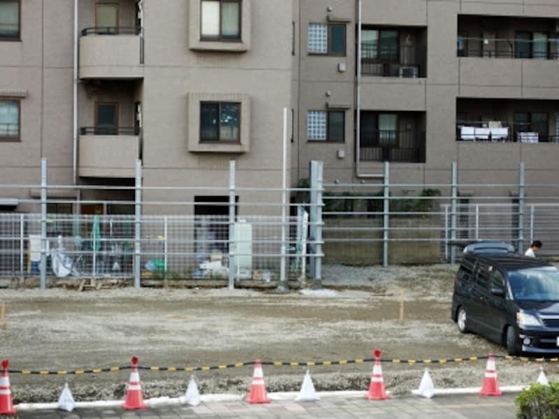 マンション隣地の建築計画