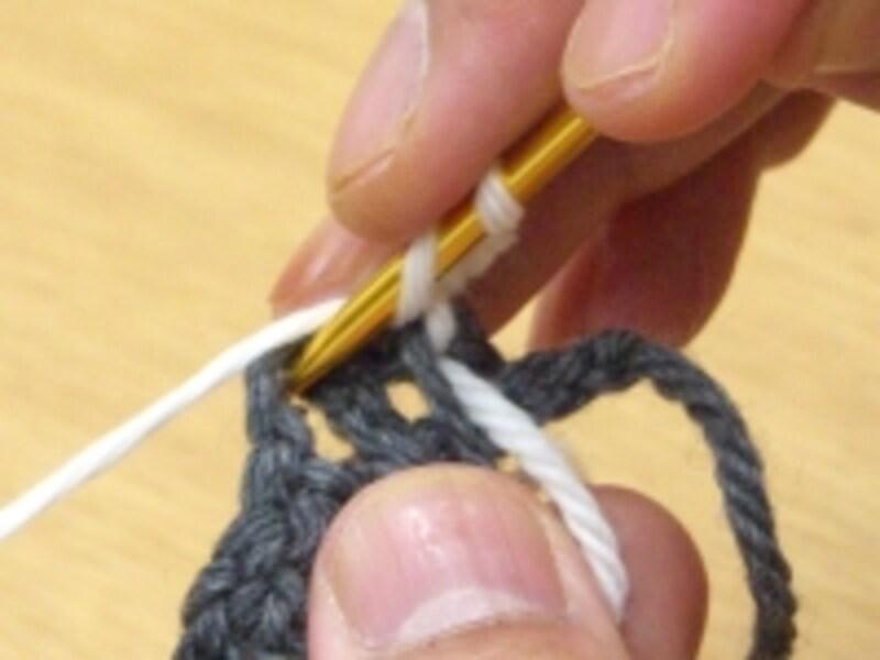 編み地を裏返して編む