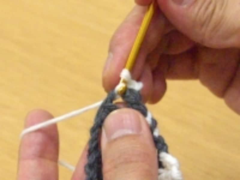 指定の目を拾い、細編み