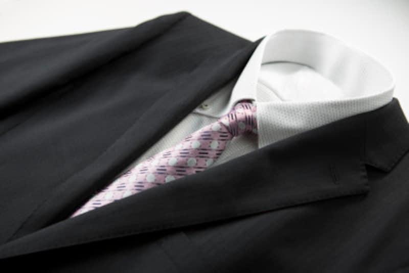結婚式二次会の服装、男性は何を着るべき?
