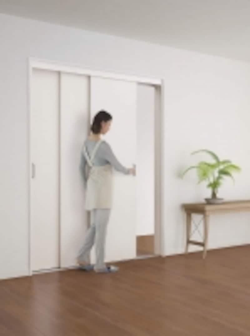 扉3枚が連動して開閉できる引戸。undefined[3枚連動引戸]undefinedDAIKENundefinedhttp://www.daiken.jp/