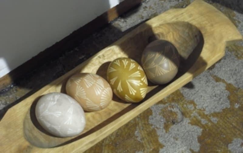 本物の卵に模様が描かれたイースターエッグ。こちらのワークショップも計画中。