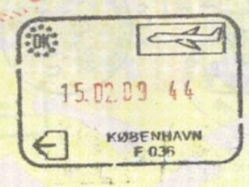 シェンゲン域内入国スタンプ。国名、交通手段、日付などが記されている