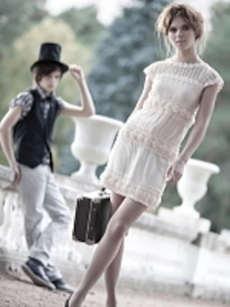 想像力をかきたてる透け素材を品よく着こなすには、磨かれた美ボディじゃなくっちゃ!
