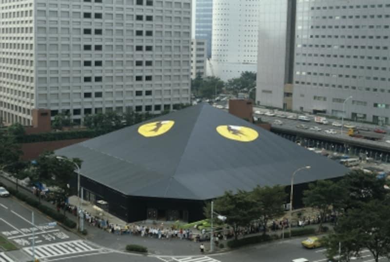 1983年『キャッツ』初演の会場となった西新宿のキャッツシアター。日本のオンラインチケットシステムは、この作品とともに始まりました。撮影:山之上雅信