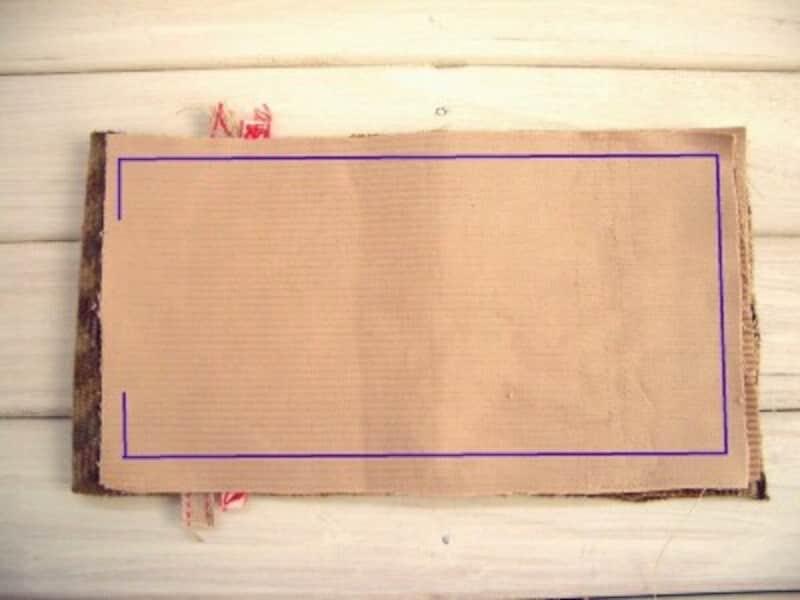 裏側布を重ね、縫う