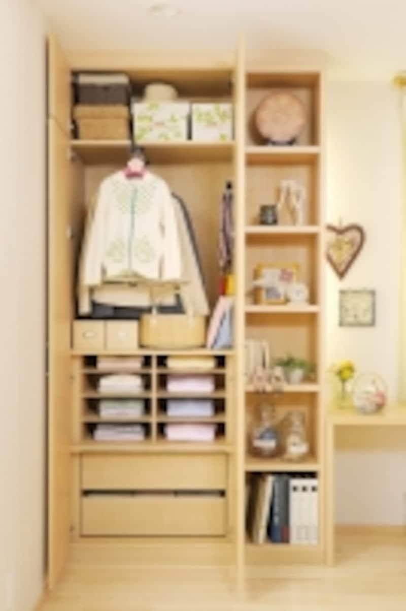 スーツや部屋着、通学通園グッズ、趣味グッズ、子どものおもちゃなど、指定席を作って収納するとよいでしょう