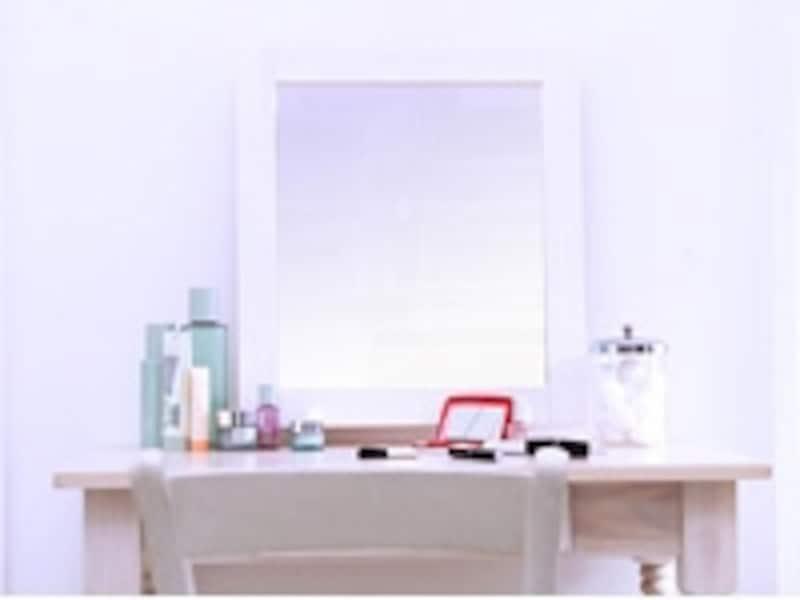 部屋の奥に鏡という配置もおすすめ。奥行きを広く見せることができます。
