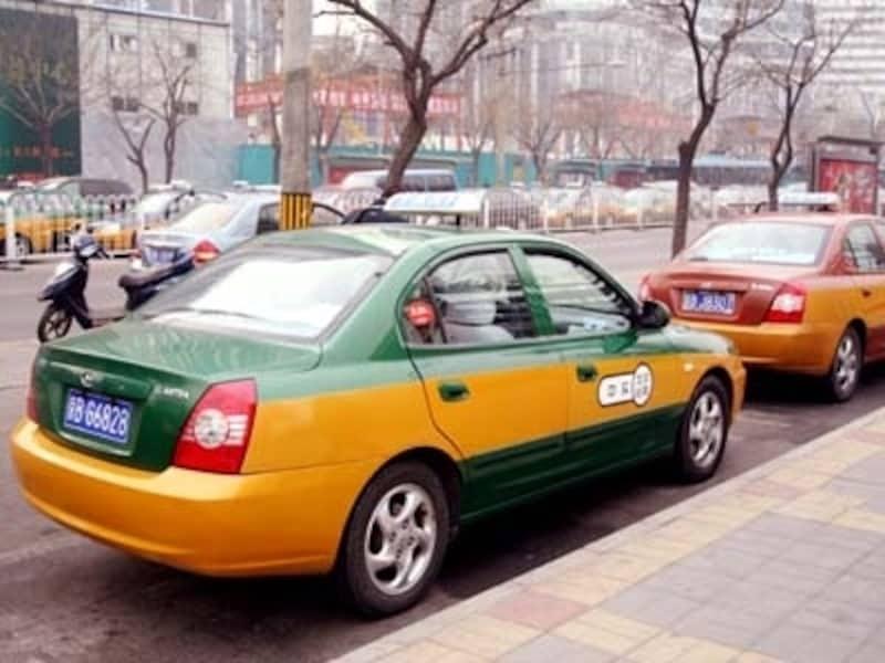 北京のタクシーはドアが手動式