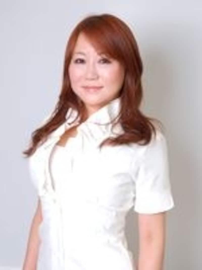 主宰の岡田美香さん。ご自身も見事なくびれの持ち主です!