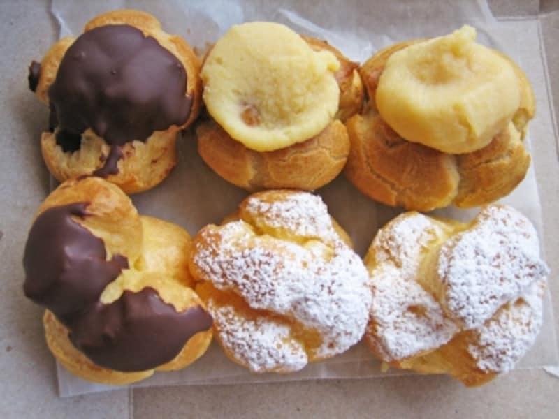 名物「ココパフ」(右上)とクリームパフ、チョコレート・ミニ・クリームパフ