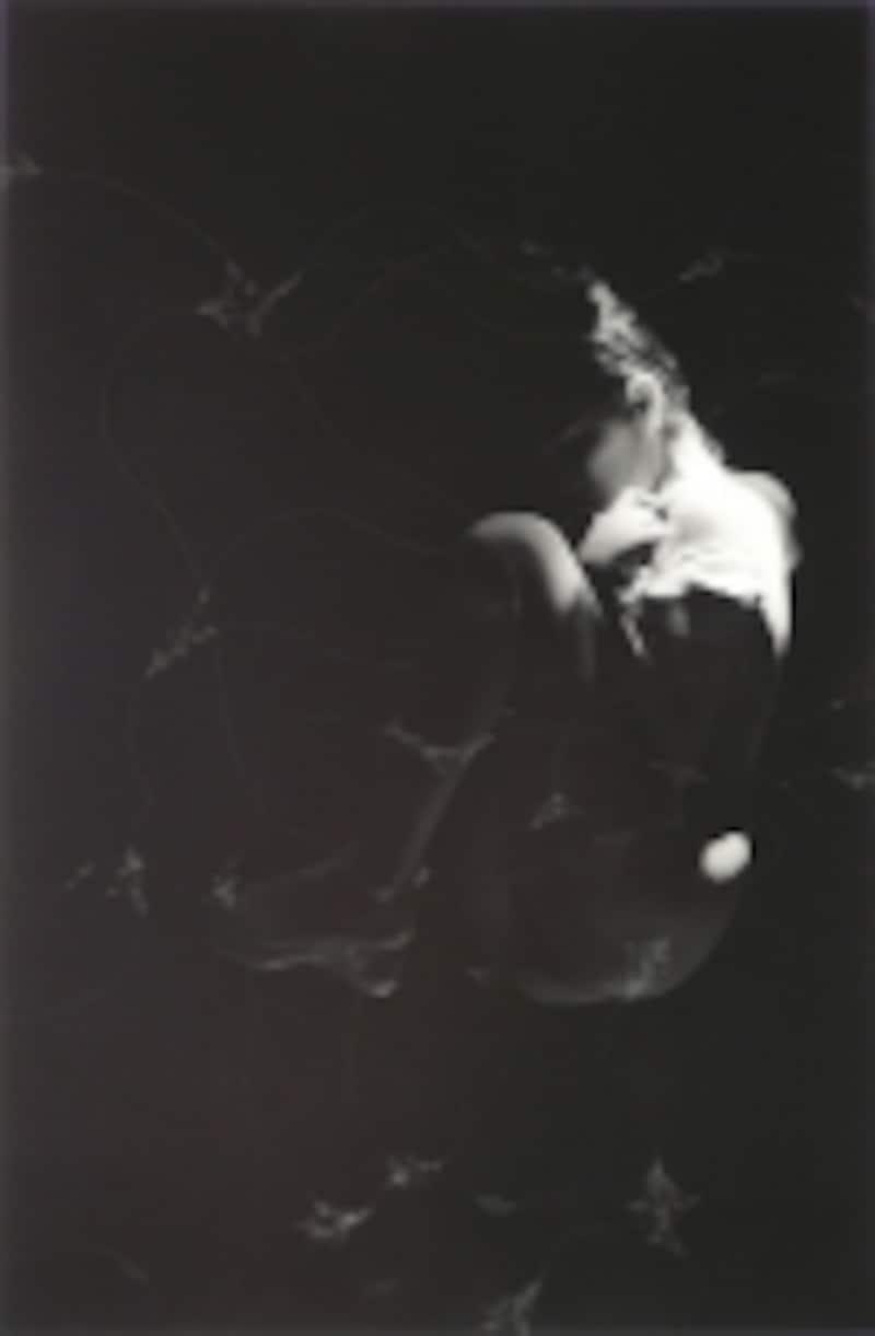 井村一巴《fluid1》2008ゼラチンシルバープリントにピン・スクラッチ