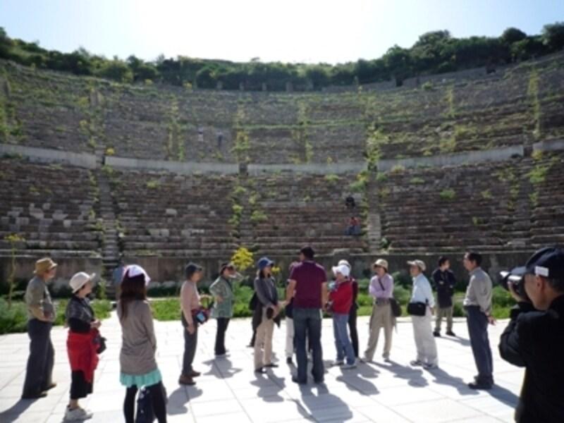 トルコツアーの多くでは現地ガイドがスルーでついてくれ、歴史や遺跡の説明をしてくれます