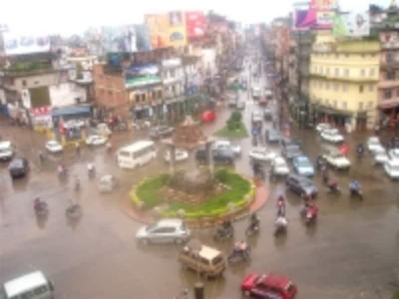 スタジアム前undefined混雑する車道