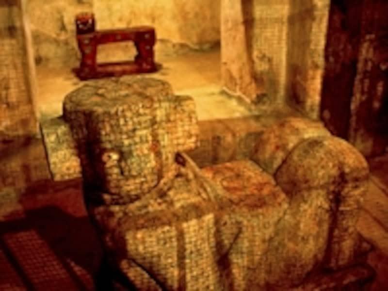 エル・カスティーヨ内部にあるチャック・モール像と、奥がジャガーの玉座。戦士の神殿にもチャック・モール像があり、像のお腹部分にある鉢に生け贄の心臓が奉げられた©牧哲雄