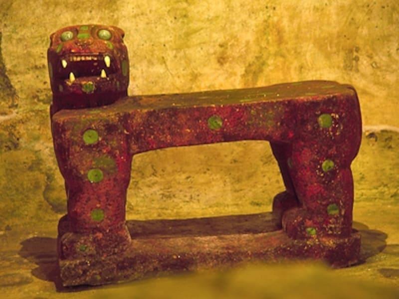 エル・カスティーヨ内部にあるジャガーの玉座©牧哲雄