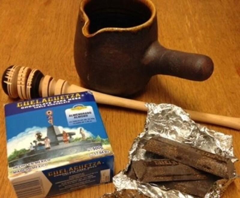 メキシコ土産で頂いたチョコレートとかき混ぜ棒を一緒に。違和感がありません。
