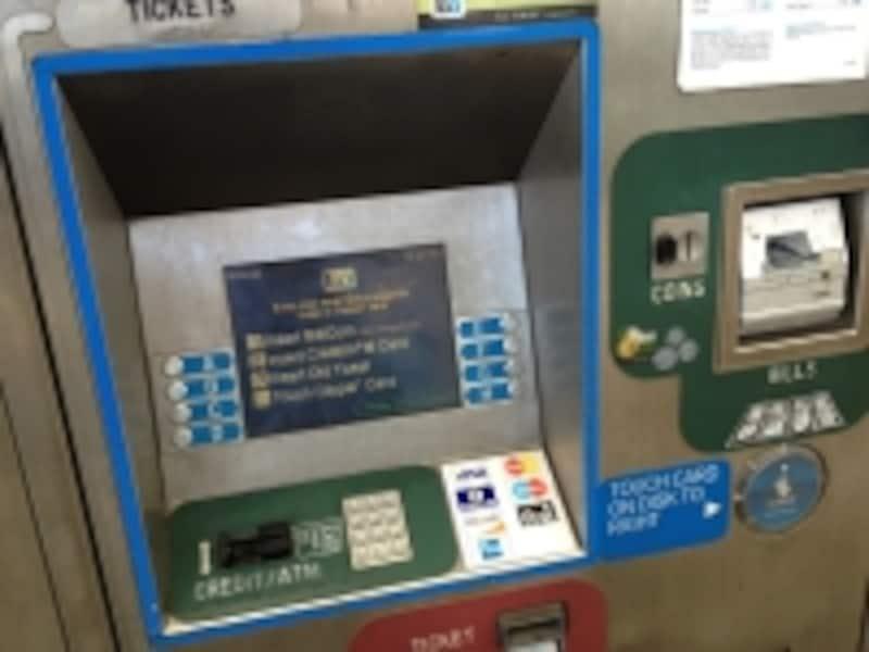 BILLS=紙幣。20ドル以上の紙幣は使用ができません