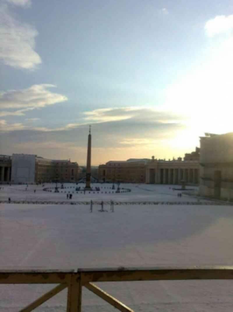 聖堂は朝7時に開きます。一番乗りをすればsagratoから無人の広場が見られるかもしれません
