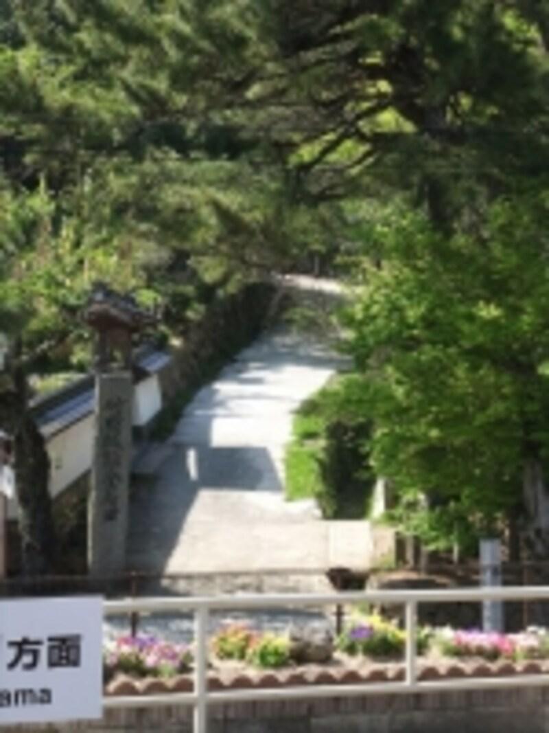 竹田城址へ向かう駅裏登山道の入口