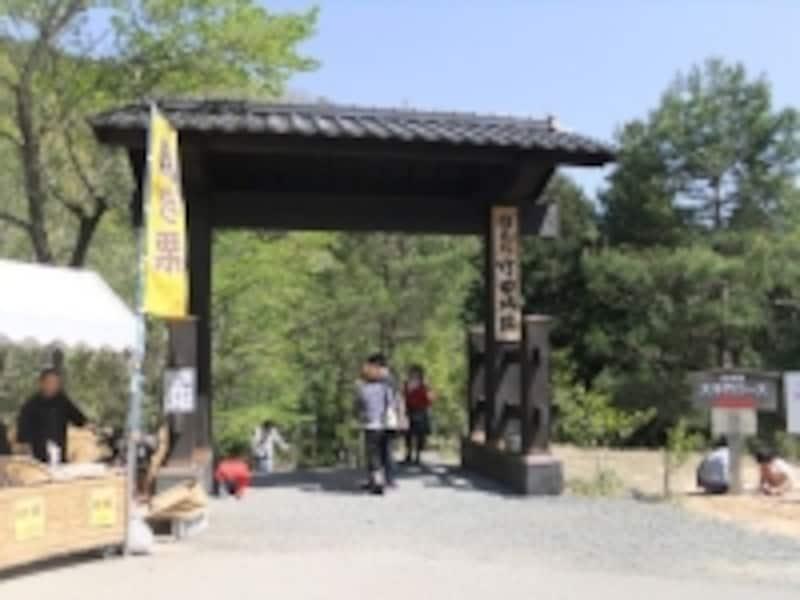 中腹駐車場にある竹田城址への入口