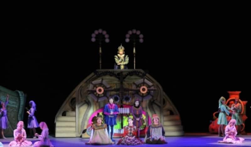 『はだかの王様』「お馬鹿さんには見えない洋服」製作現場を見に来た王様undefined撮影:阿部章仁