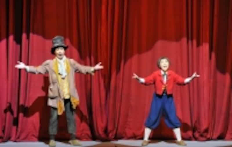 『はだかの王様』アップリケとホックが会場の観客に向かって「一緒に歌いましょう!」とレッスンしてくれます。undefined撮影:阿部章仁