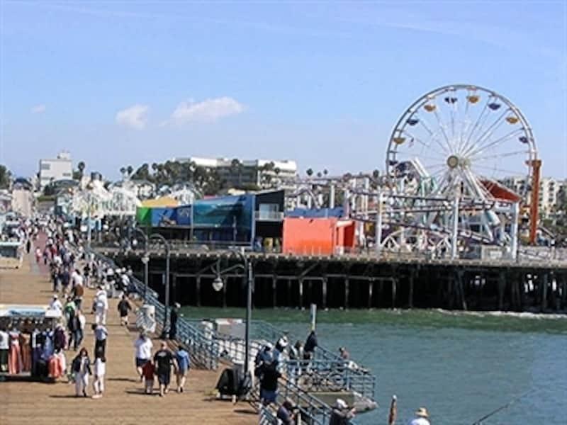 ロサンゼルスらしい風景が楽しめるサンタモニカ・ビーチのピア(桟橋)