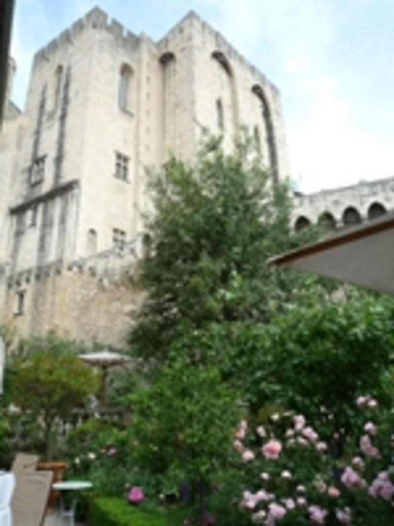 中庭から望む法王庁宮殿
