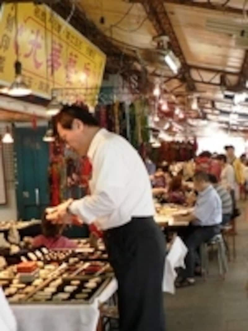 どんなに高価な宝石を買ったとしても、TRSの認定を受けていない店舗ではこの制度が使えません。光華玉市にて