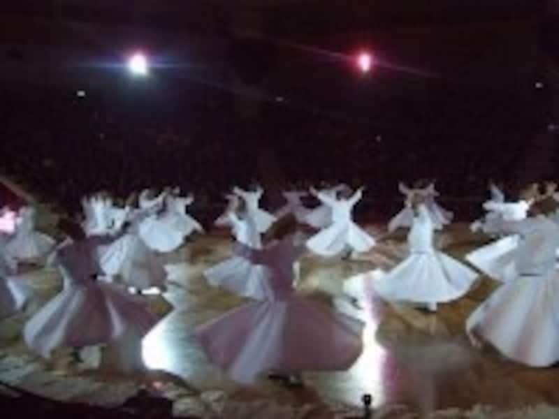 メヴラーナ教団の旋回舞踏