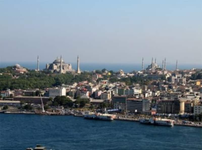 マルマラ海に佇むイスタンブール歴史地区