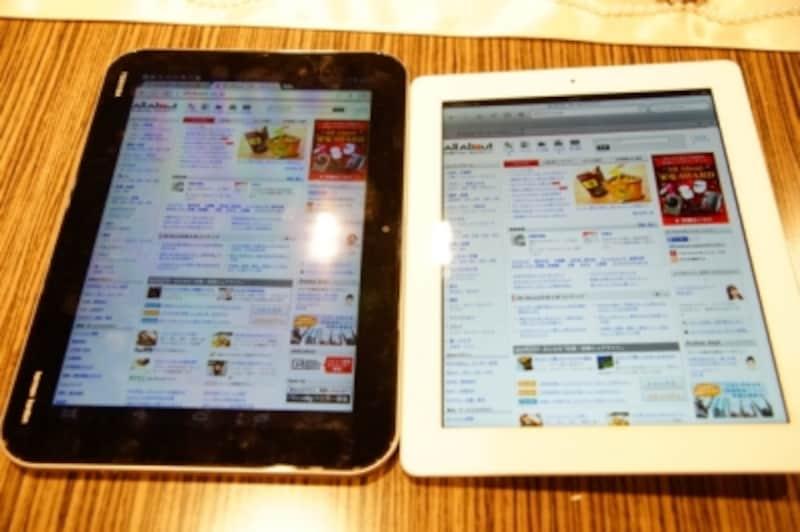 左がAndroidタブレット(東芝REGZATablet)、右がiPad