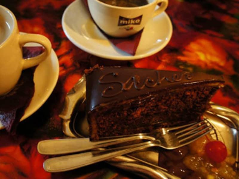 1937年創業のタリンで人気の老舗チョコレートカフェPierreChocolaterieもとても有名。大人気の濃厚ガトーショコラ