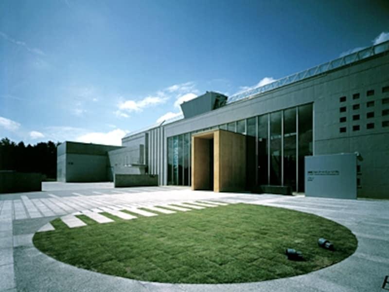 春や秋は天体観測イベントも。清里フォトアートミュージアム外