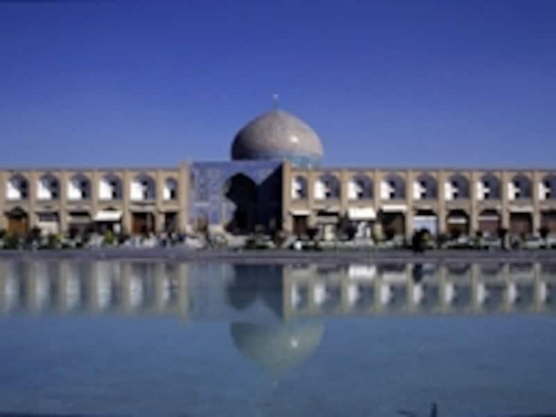 「イスファハンのイマーム広場」のシェイク・ロトフォラー・モスク