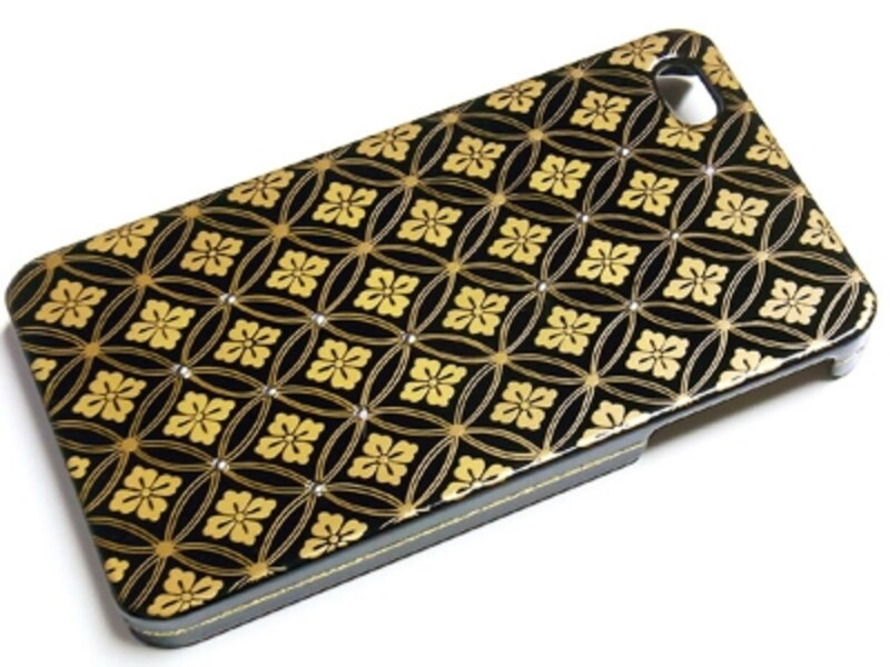 高級漆芸品の技による高級iPhone装飾カバー華陽蒔絵7万8750円(税込)