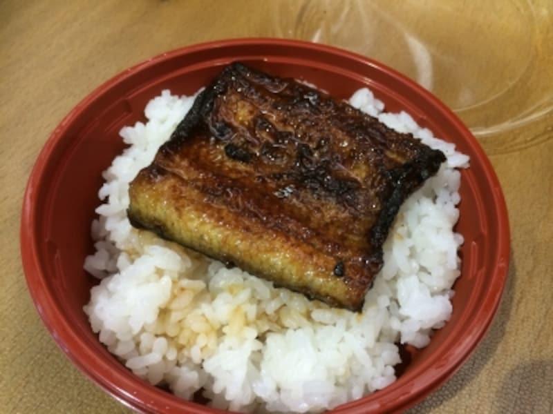 限定ミニうな丼は、岡谷の土地柄、蒸さない地焼の蒲焼。