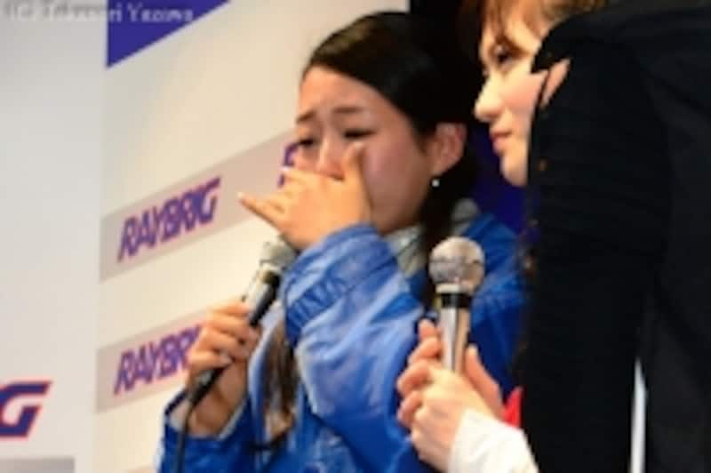 新採用された石黒エレナさんはファンの前で思わず涙