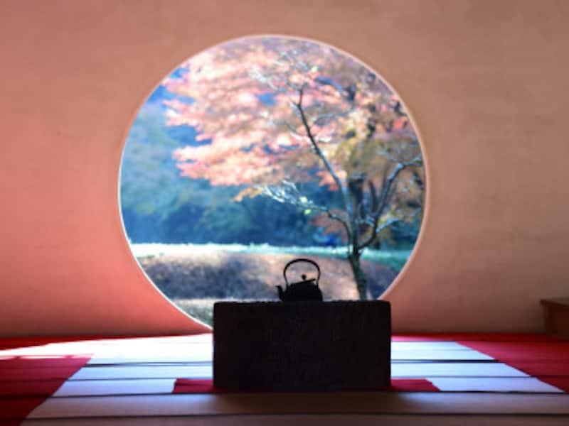 明月院本堂の円窓