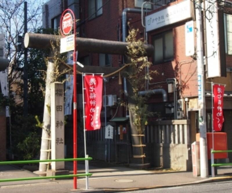 源頼朝の命により桜田門外にご鎮座というから歴史のある神社だ
