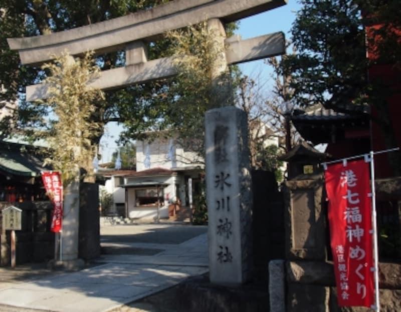 源経基が951年に麻布一本松付近に創祀、江戸時代、当地へ遷座したという元麻布氷川神社。