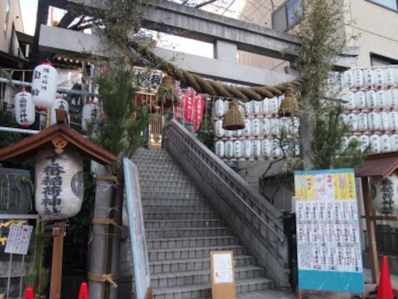 末廣神社と竹長神社がここに遷座し、合併して十番稲荷神社となったそうだ