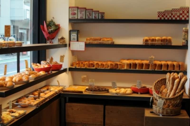小さめサイズのパンが並ぶ