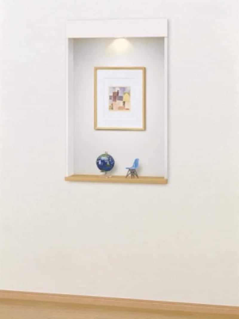 壁の厚みを利用して、好みの額絵や小物を飾りわが家らしい演出を。照明を組み込み印象的に。[壁厚収納undefinedカベピタニッチ740L〈ライトオーカー〉]DAIKENhttps://www.daiken.jp/