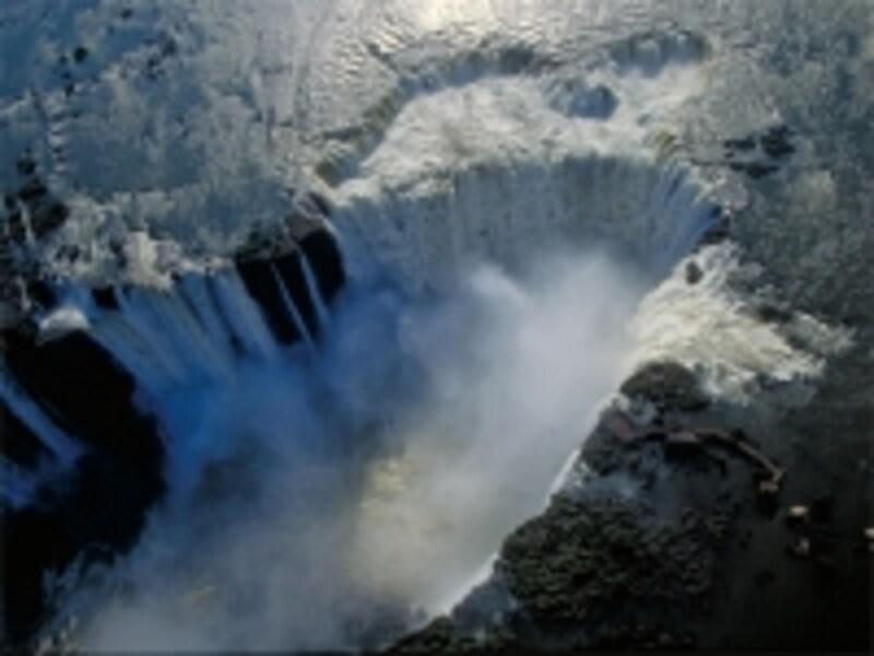 「悪魔ののどぶえ」をはじめ、どの滝も水量のすごさに圧倒されるundefined写真提供:アルゼンチン観光局