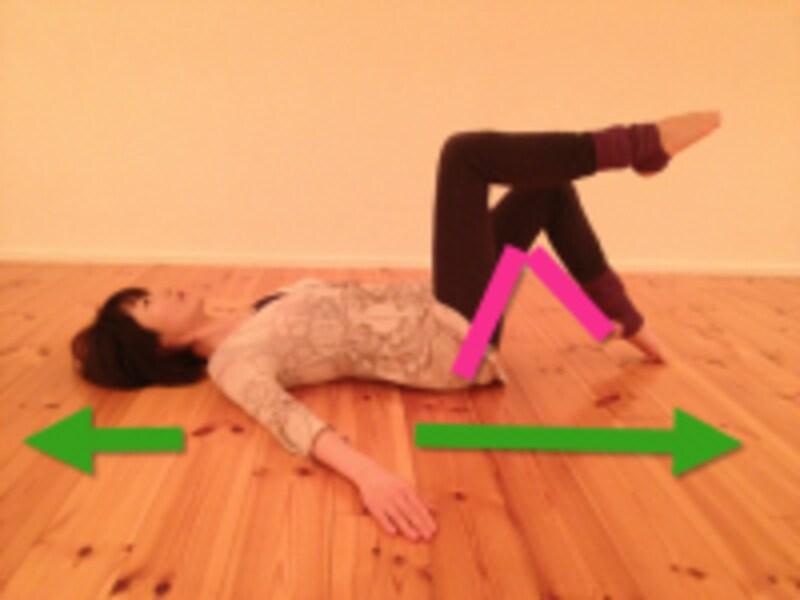上半身の安定を保って脚を動かします