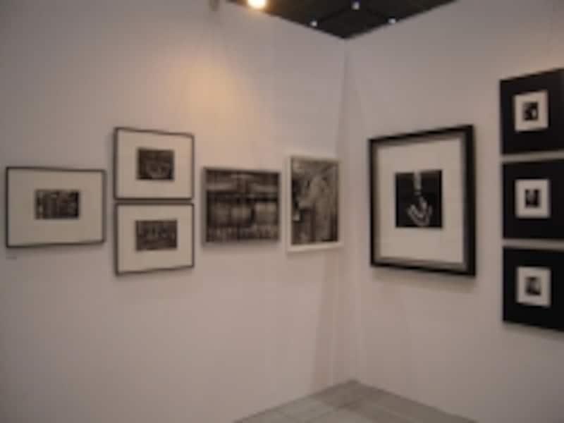 アートフェア東京での展示undefined多くのお客様がいらっしゃるアートフェアでは、作品が額に入っています